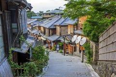 Красивые старые дома в улице Sannen-zaka, Киото, Японии Стоковое Изображение RF