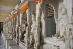 Красивые статуи Budda Buddah высекли от мраморного камня Стоковые Изображения RF
