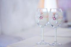Красивые стекла шампанского и вина, wedding оформления, торжества, конца-вверх Стоковая Фотография