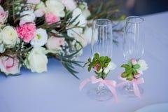 Красивые стекла шампанского и вина, wedding оформления, торжества, конца-вверх Стоковые Фотографии RF
