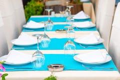 Красивые таблицы с kitchenware Стоковые Изображения RF