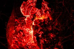 Красивые угли в гриле Кемпинг стоковые изображения