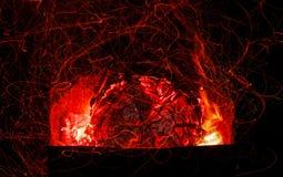 Красивые угли в гриле сь природа стоковые изображения rf