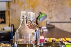 Красивые украшенные бутылки стоковая фотография rf