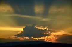 Красивые лучи захода солнца стоковые изображения rf