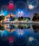 Красивые фейерверки над Hagia Sophia в Стамбуле стоковое фото rf