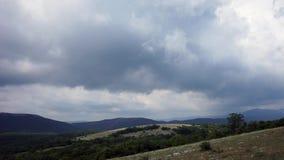 Красивые холмы и панорама лесов акции видеоматериалы