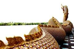 Красивые цвета красного цвета и золота Praya Nark или Naga в тайском виске с красочным влиянием пирофакела неба и солнца на време Стоковые Изображения RF