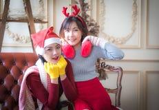 Красивые элегантные женщины празднуют рождество Стоковое Фото