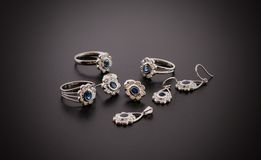 Красивые ювелирные изделия диаманта изолированные на черной предпосылке Стоковая Фотография RF