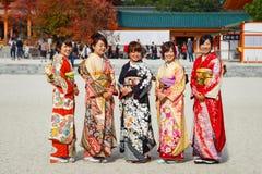 Красивые японские женщины в платье кимоно Стоковая Фотография