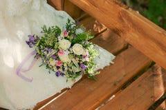 Красивые bridal ленты и шнурок whith букета Стоковое Изображение RF
