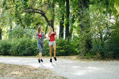 Красивые sporty женщины jogging Стоковая Фотография RF