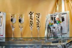 Красивые wedding стекла на таблице Аксессуары свадьбы Стоковое Изображение RF