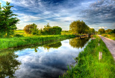 Красивый английский строб канала и замка на затишья день все еще в красочном HDR Стоковые Фото