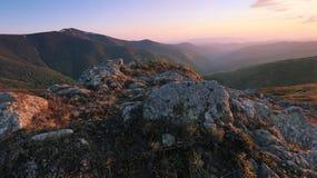 Красивый ландшафт восхода солнца Карпатов лета Стоковое Фото
