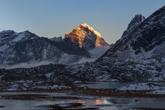 Красивый ландшафт горы в Гималаях, Непале Стоковые Фото