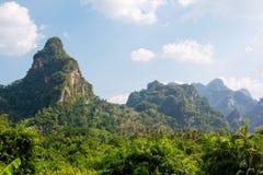 Красивый ландшафт горы на национальном парке Khao Sok Стоковое Изображение