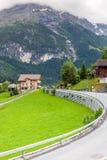 Красивый ландшафт горы с деревянным домом в временени, g стоковая фотография