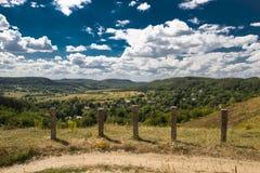 Красивый ландшафт гор в прикарпатском небо утеса панорамы гор озера красивейшего голубого brebeneskul прикарпатское высокое вверх Стоковое Изображение RF