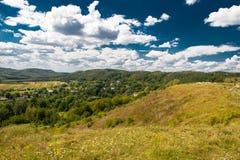 Красивый ландшафт гор в прикарпатском небо утеса панорамы гор озера красивейшего голубого brebeneskul прикарпатское высокое вверх Стоковая Фотография RF