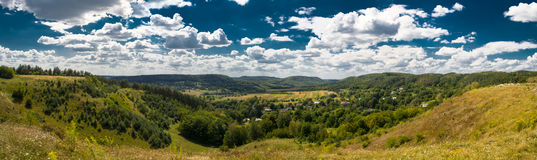 Красивый ландшафт гор панорамы в прикарпатском Стоковое Изображение