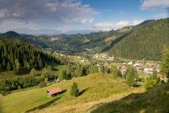Красивый ландшафт лета румынской деревни Стоковая Фотография