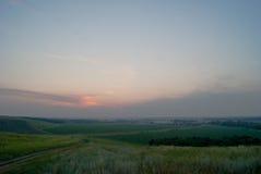 Красивый ландшафт лета с полями и небом Стоковое фото RF