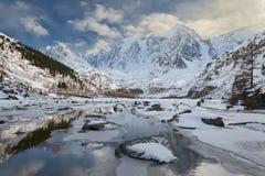 Красивый ландшафт зимы, горы Россия Altai Стоковое Изображение RF