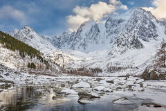 Красивый ландшафт зимы, горы Россия Altai Стоковая Фотография