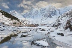 Красивый ландшафт зимы, горы Россия Altai Стоковое фото RF