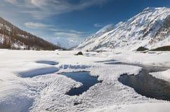Красивый ландшафт зимы, горы Altai, Сибирь, Россия Стоковое Изображение