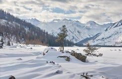 Красивый ландшафт зимы, горы Altai, Сибирь, Россия Стоковое фото RF