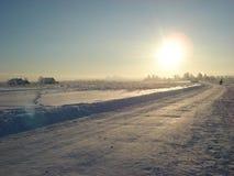Красивый ландшафт зимы на заходе солнца Стоковые Изображения RF
