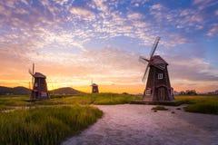 Красивый ландшафт и традиционные ветрянки после захода солнца Стоковые Изображения RF
