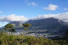 Красивый ландшафт Кейптауна с известной горой таблицы Стоковые Изображения RF