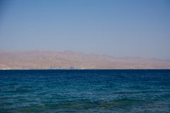 красивый ландшафт Красного Моря от побережья Израиля Стоковое Фото