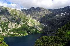 Красивый ландшафт озера горы высокие tatras Польша Стоковые Изображения