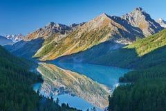Красивый ландшафт осени, горы Россия Altai Стоковые Изображения RF