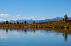 Красивый ландшафт реки горы Стоковая Фотография RF