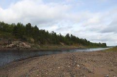 Красивый ландшафт северного реки в конце лета Стоковое Фото
