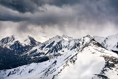 Красивый ландшафт снежных гор стоковые изображения rf