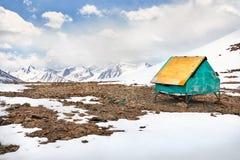 Красивый ландшафт снежных гор стоковая фотография rf