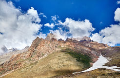 Красивый ландшафт снежных гор стоковое изображение rf