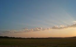 Красивый ландшафт с облачным небом и долиной Стоковые Фотографии RF