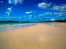 Красивый белый пляж гавани на островах Whitsunday, Австралии Стоковые Изображения