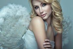 Красивый белокурый ангел Стоковые Изображения