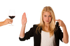 Красивый белокурый показывать женщины не выпивает и не управляет жест, w Стоковое Изображение RF