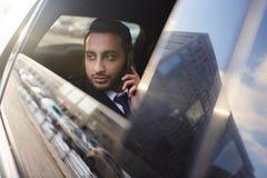 Красивый бизнесмен в автомобиле Стоковая Фотография RF