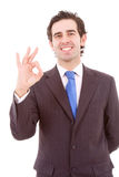 Красивый бизнесмен делая ОДОБРЕННЫЙ знак Стоковая Фотография